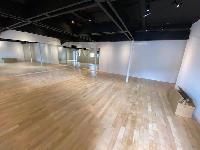 カバ90巾自然オイル塗装 ダンススタジオ3
